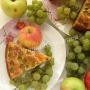 пиріг з виноградом та яблуками