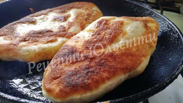 пиріжки з картоплею на сковороді