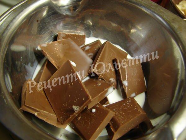 розтоплюємо шоколад з молоком