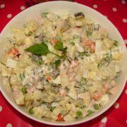 салат олів'є з горошком